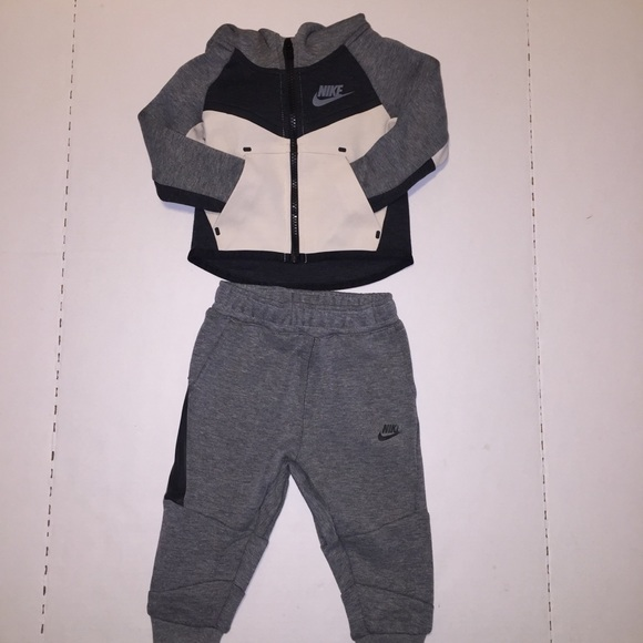 Nike Tech jogging suit  98 New 7bbc39297